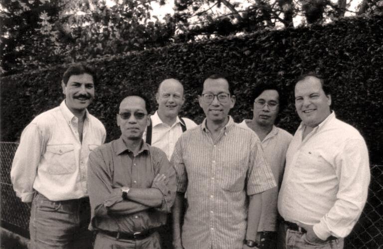 Les membres fondateurs en 1990 (de gauche à droite) Jean-Marc Comte, Hoang Dinh Tuong, Paul Keiser, Luy Nguyen Tang, Khai Nguyen Dang et Thierry Oppikofer